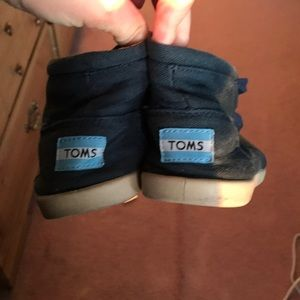 Navy blue lace up toms